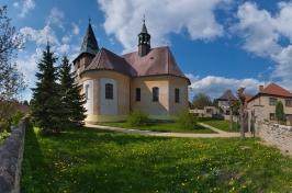panorama s kostelem-výřez